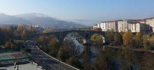 Puente Romano desde el centro comercial Ponte Vella