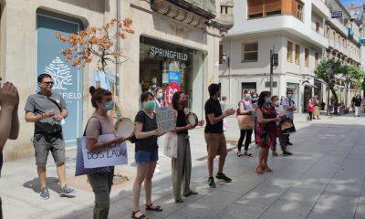 Protestas delante de Abanca por sus comisiones que consideran abusivas