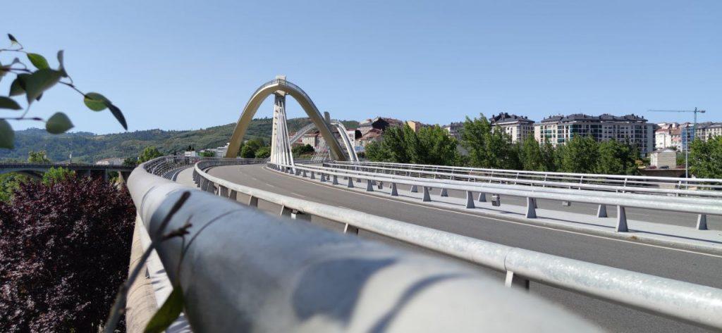 Bonita vista del Puente del Milenio