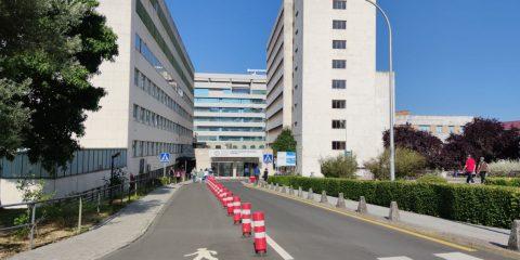 Entrada principal a la residencia de Ourense Chuo