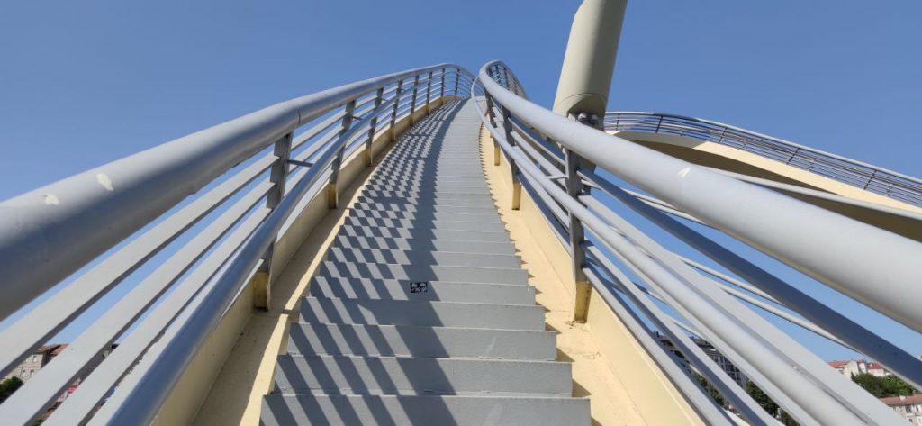 Escaleras del Puente del Milenio