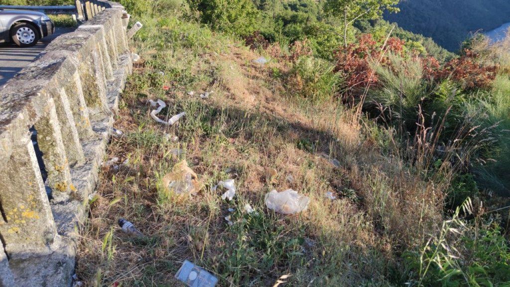 Mirador de Pesqueiras y su basura