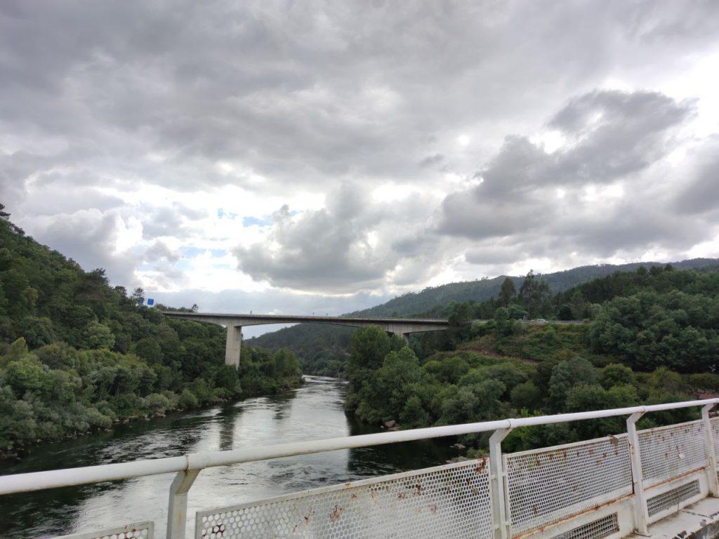 Puentes y Río Miño en Reza
