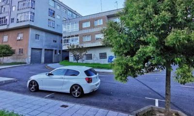 BMW mal aparcado en A Valenzá