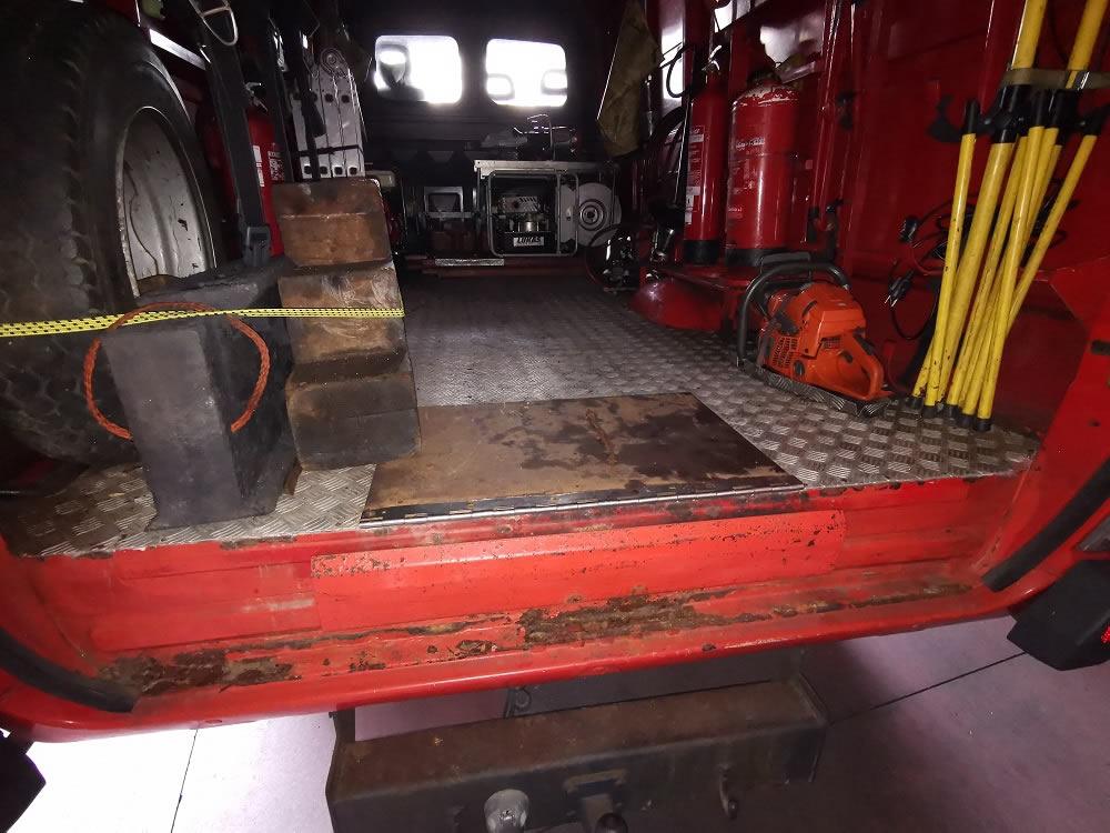 Utensilios en vehículo de bomberos