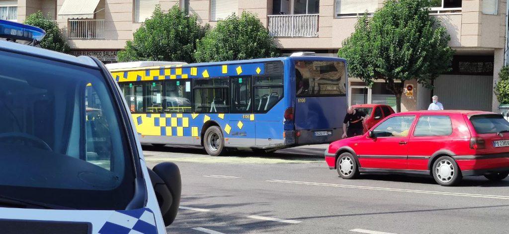 Autobús accidentado en A Valenzá
