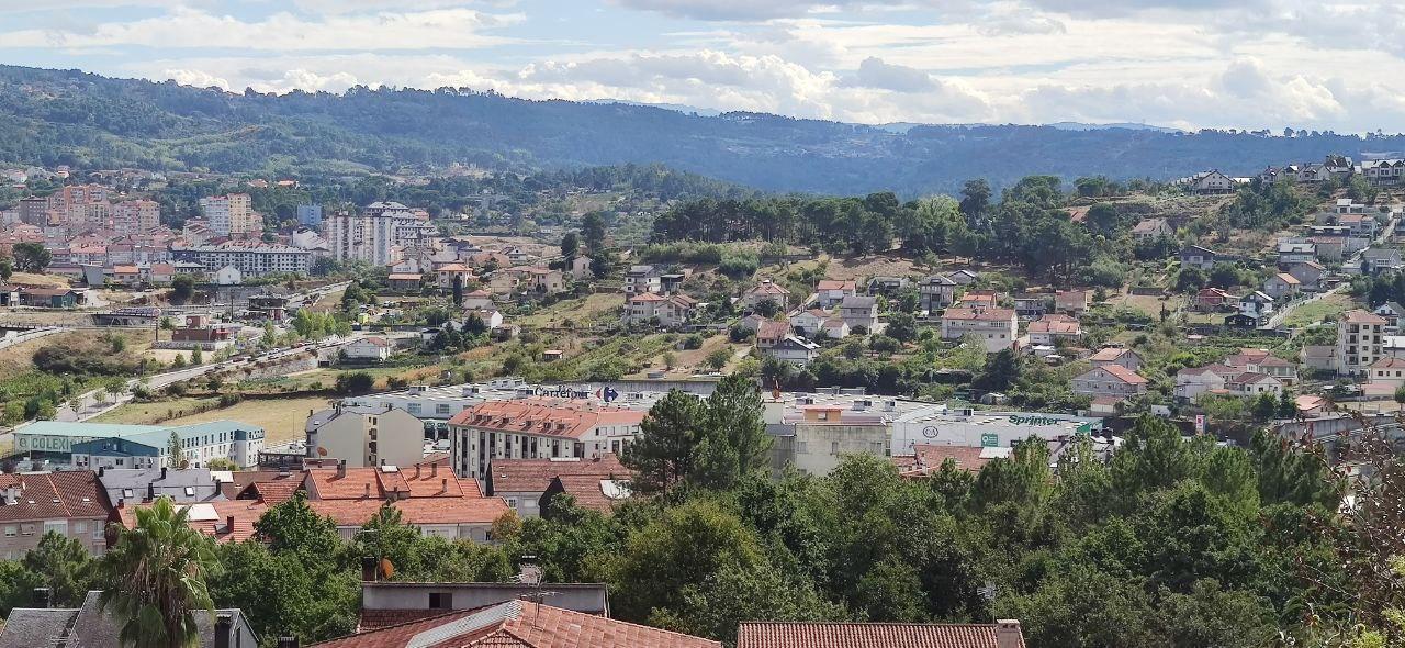 Carrefour y A Cuña. Concellos de Ourense y Barbadás.