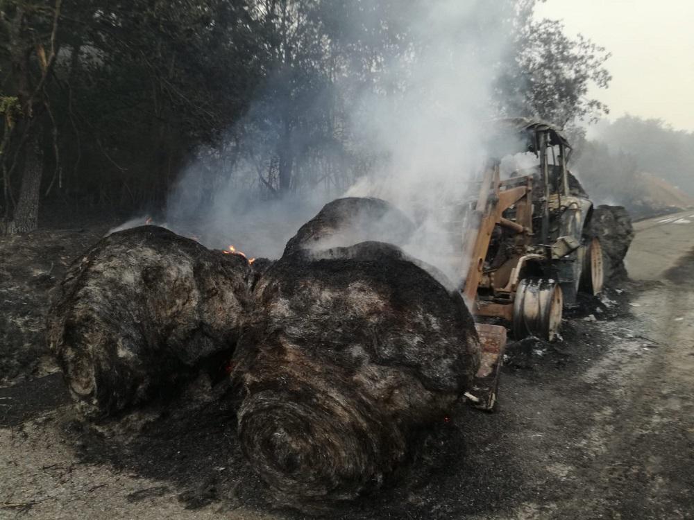 Tractor quemado en un incendio