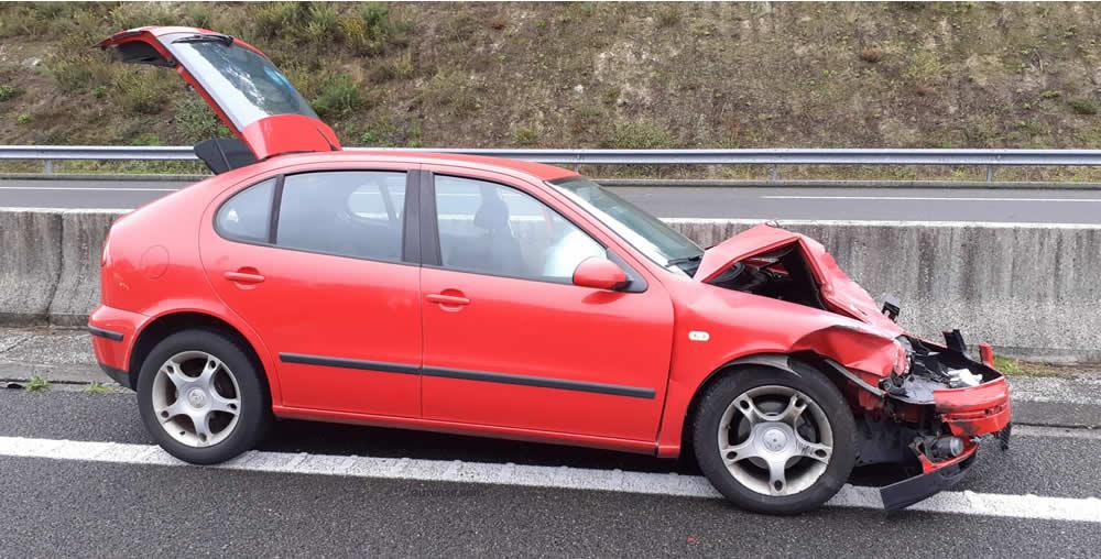 Accidente AG-52 coche rojo