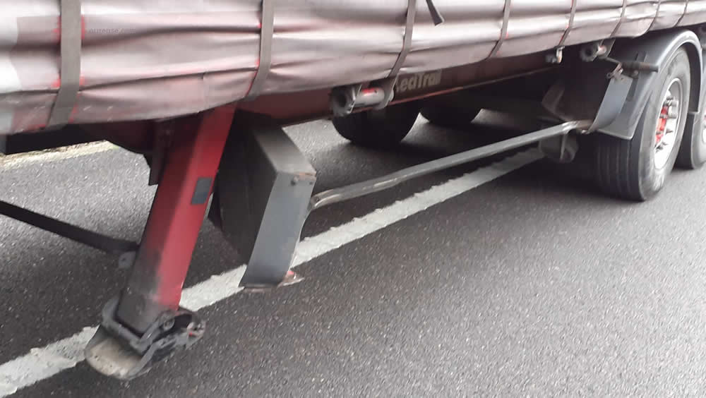 Accidente AG-52 con trailer