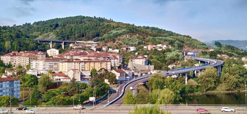 Barrio de Vistahermosa y entrada a Ourense desde la autovía
