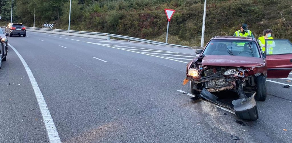 Coche accidentado en Castadón