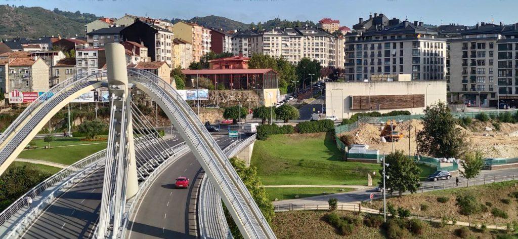 Puente del Milenio junto a la Policía Local