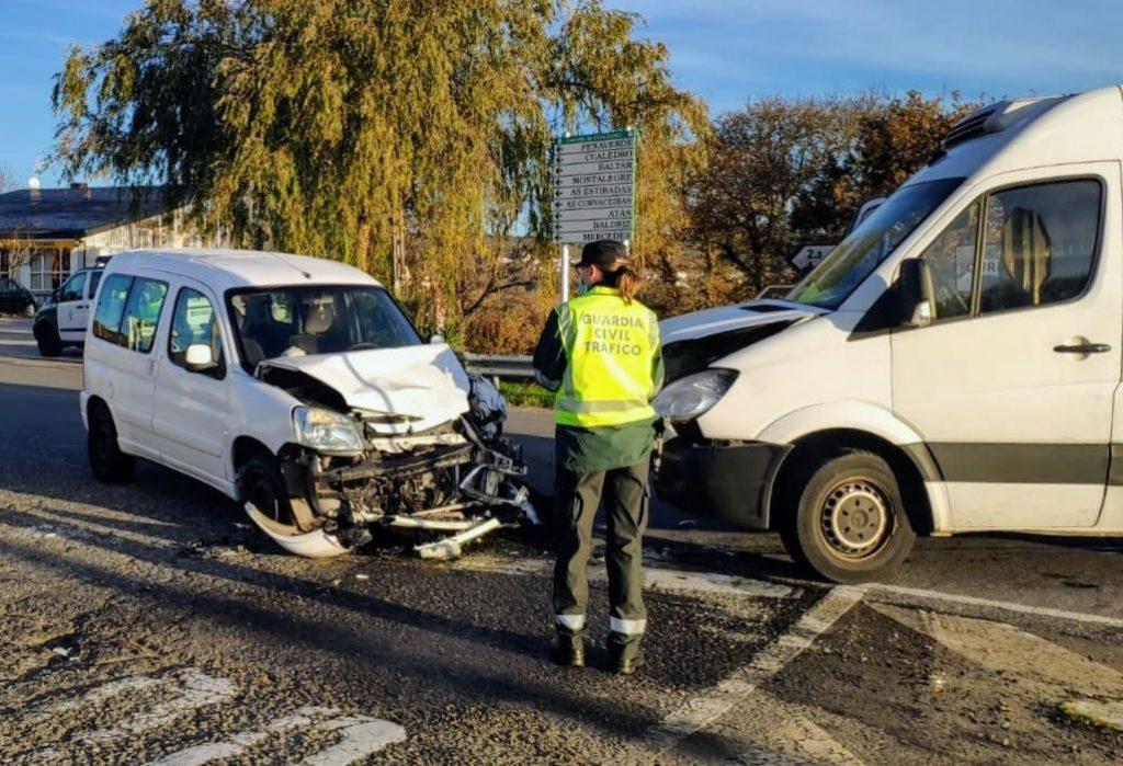 Accidente entre dos furgonetas