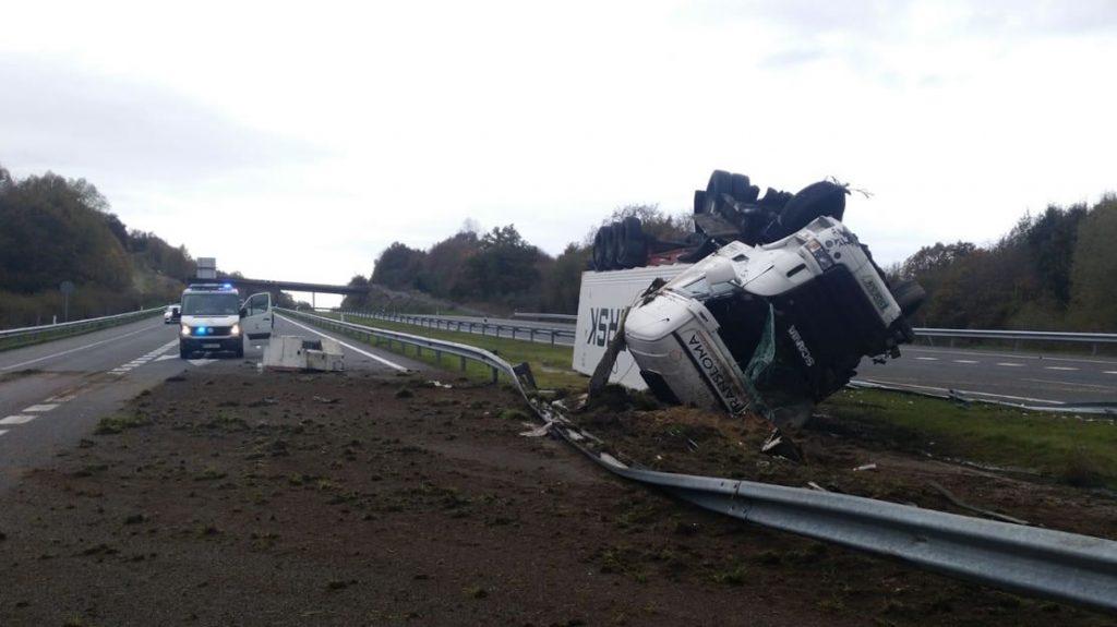 Trailer accidentado en la A52