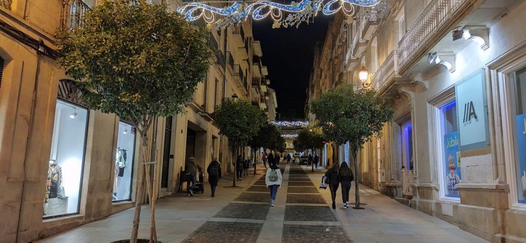 Calle Cardenal Quiroga con luces de Navidad