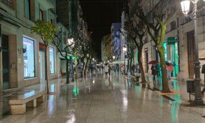 Calle del Paseo bajo la lluvia de noche