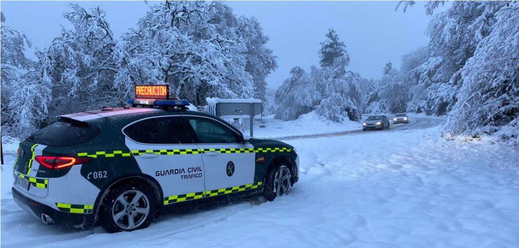 Carreteras con nieve en Ourense y Guardia Civil