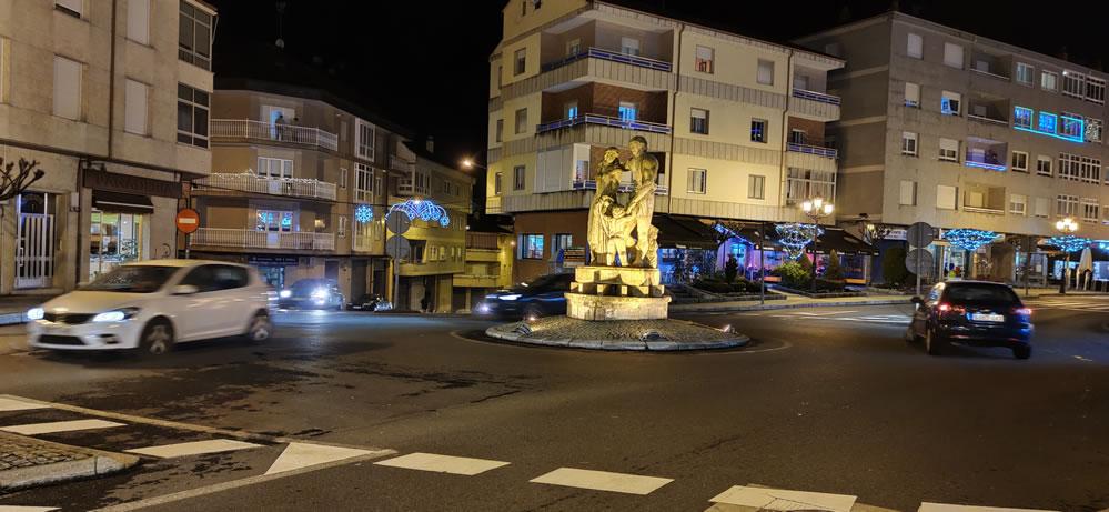 Estatua de La Familia en A Valenzá