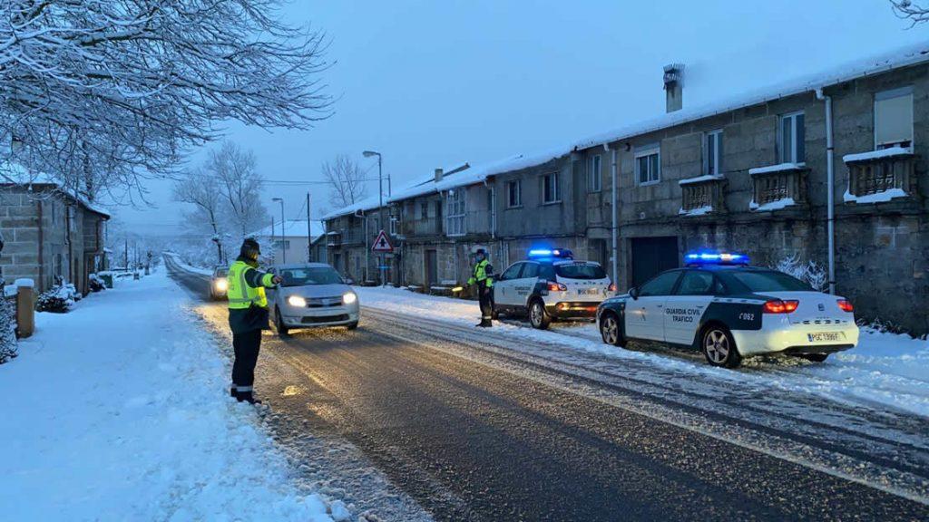Guardia Civil de Tráfico y nieve