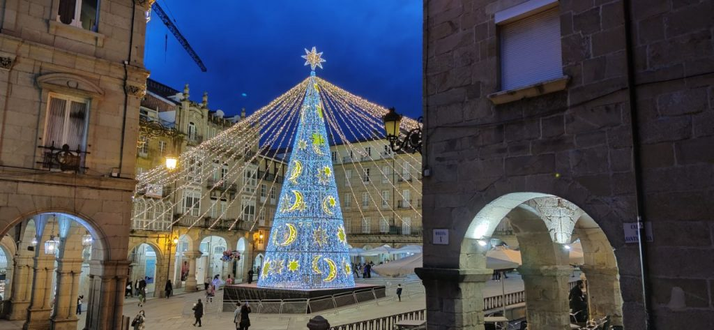 Hermosa foto de la Plaza Mayor de Ourense por Navidad