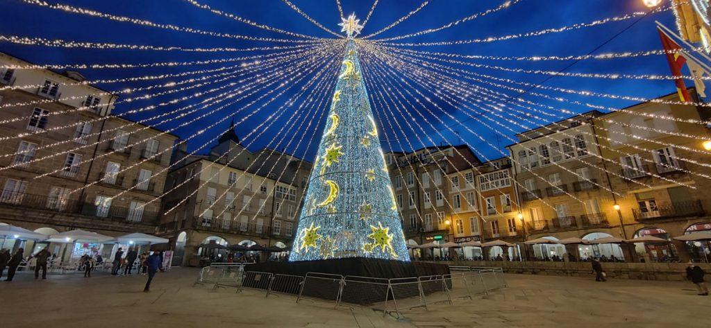 Plaza Mayor de Ourense y luces de Navidad