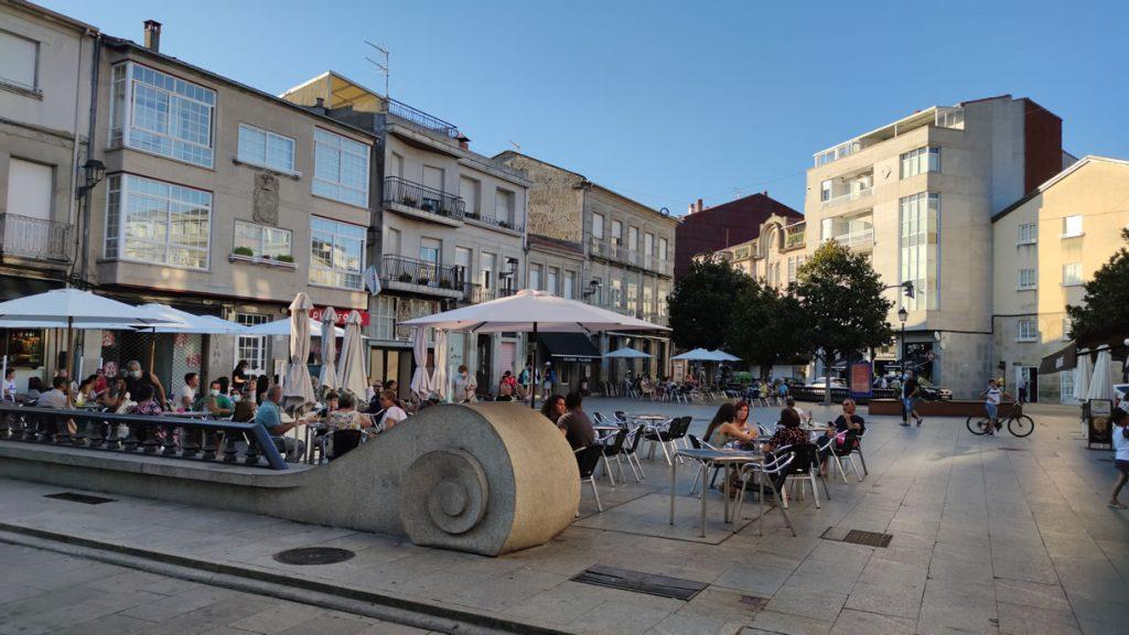 Plaza de Xinzo de Limia con terrazas