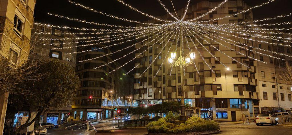 Plaza del Couto con luces de Navidad