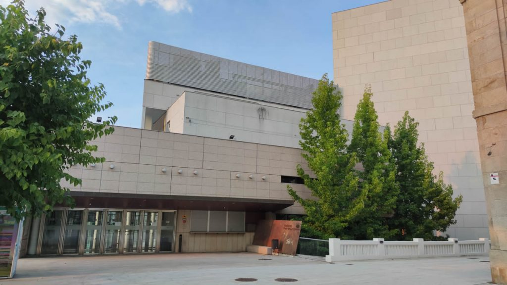 Puerta de entrada al Auditorio Municipal de Ourense