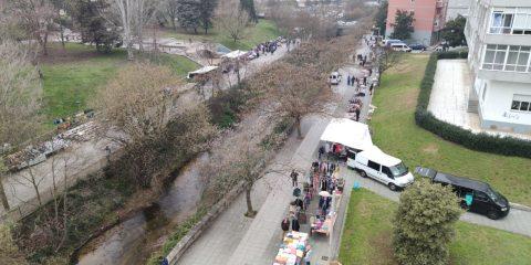 Feria de Ourense desde la pasarela peatonal