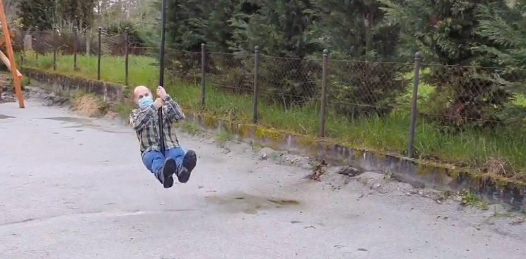 Jácome en parque infantil de Vilar de Astrés