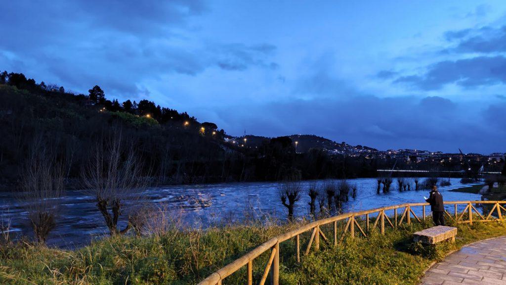 Río Miño con un alto caudal de agua