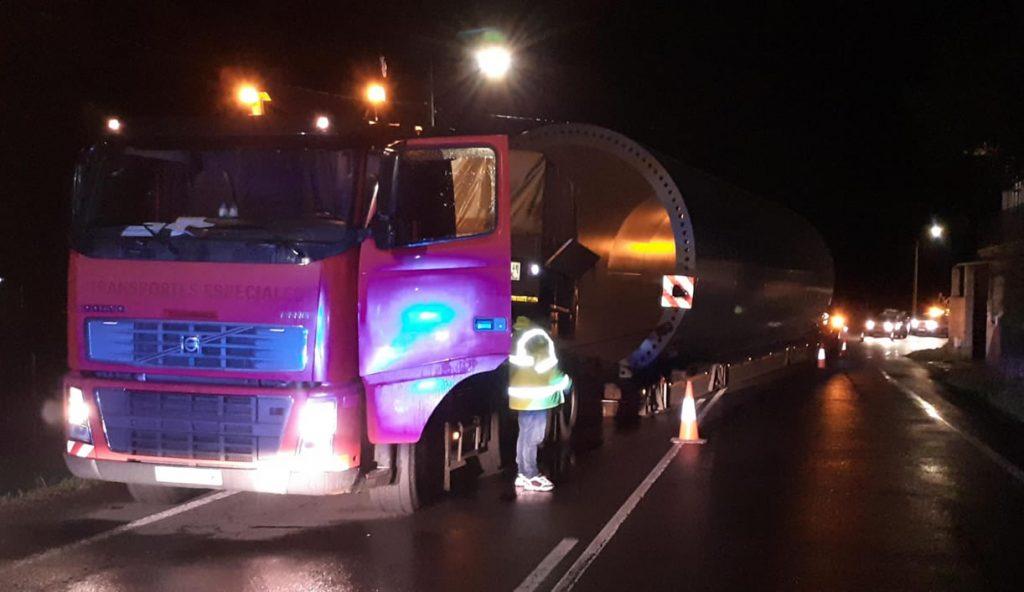 Transporte Especial accidentado en la N541 en Punxín