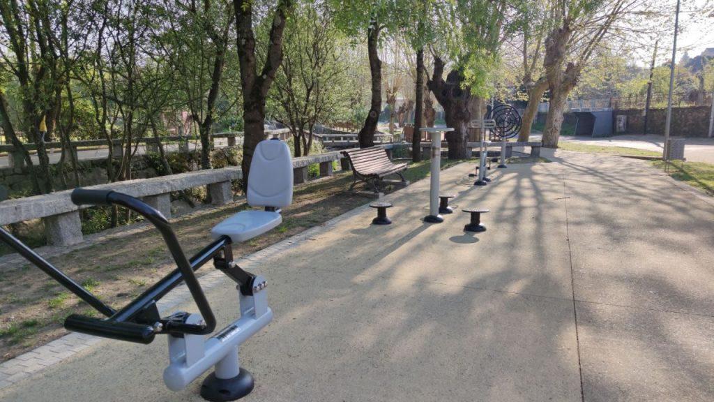 Zona deportiva de Os Ponxos en el paseo del río