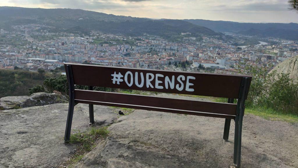 Banco de Montealegre con vistas a la ciudad de Ourense