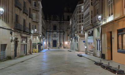 Santa Eufemia y centro de Ourense de noche. Iglesia.