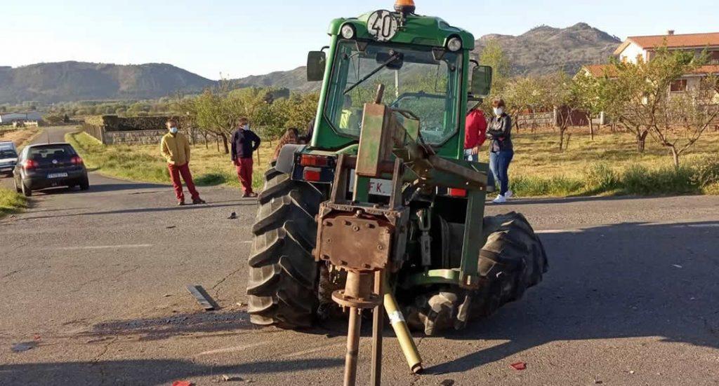Tractor accidentado en Monterrei