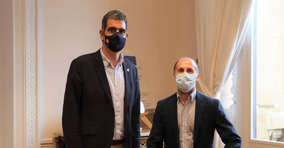 Alcalde de Ourense con alcalde de San Sebastián