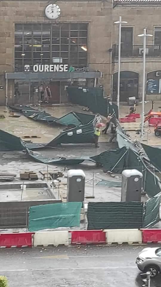 Destrozos en la estación de tren del Puente