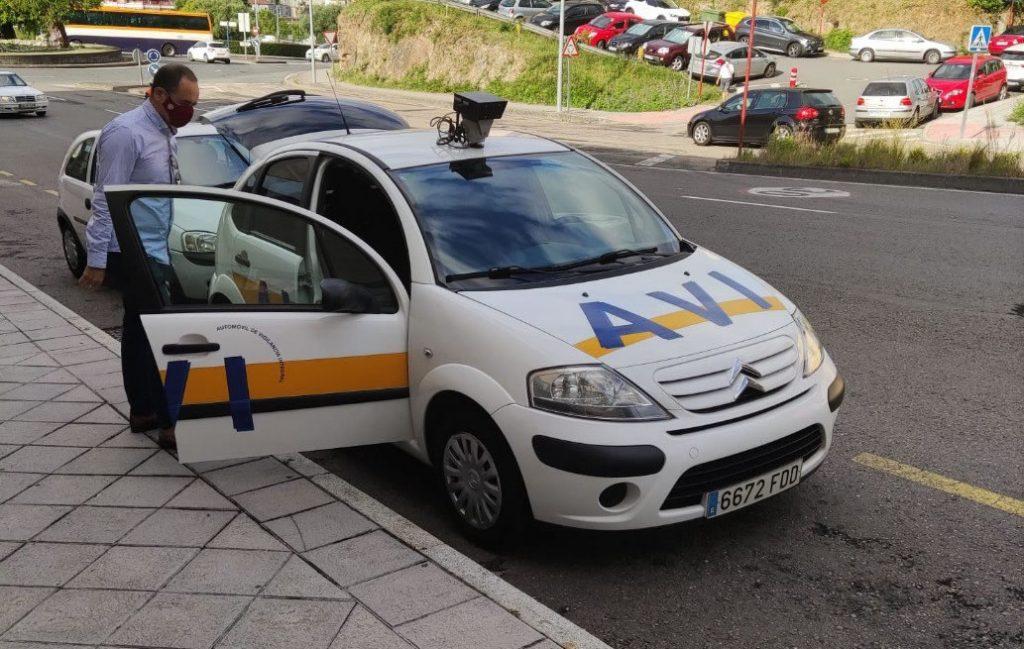 Coche AVI de la Policía Local para poner multas
