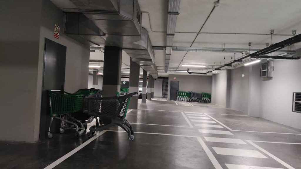 Carros mal colocados en los Supermercados