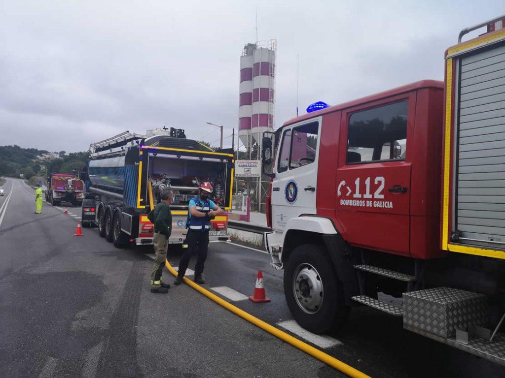 Medios y bomberos