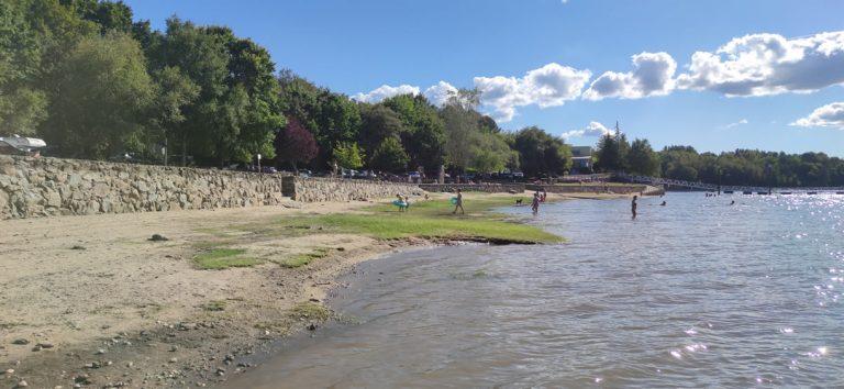 Playa de Muiños en el embalse de As Conchas