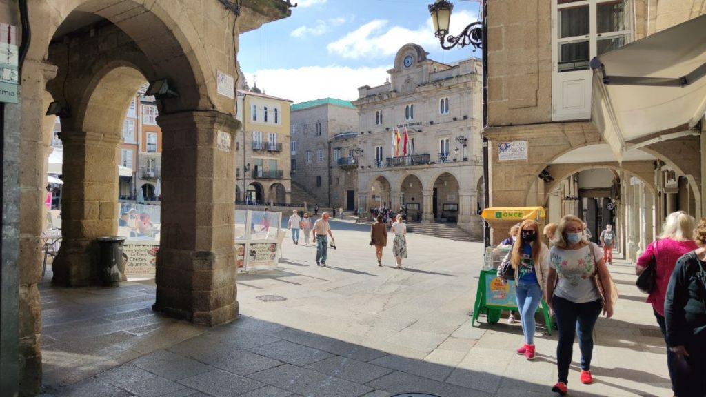 Plaza Mayor y Concello de Ourense junto a lotería ONCE