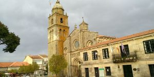 Colegiata Santa María A Real y Concello de Xunqueira de Ambía